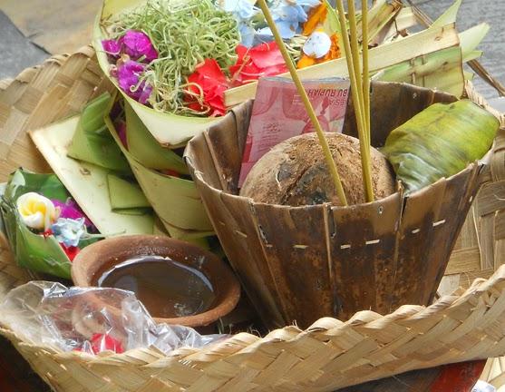Memaknai Hari Buda Wage Kelawu di Zaman Uang