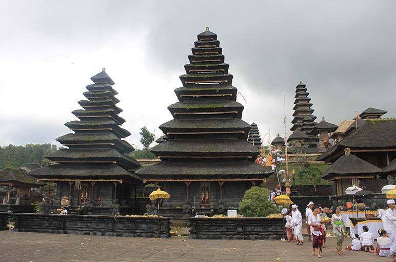 Sejarah Adanya Pura Khayangan Tiga di Bali