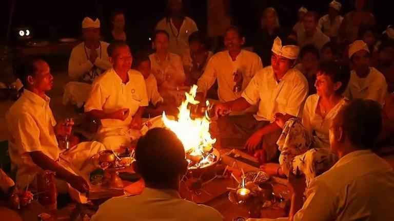 Upacara Agnihotra Untuk Hindu Bali Atau India?