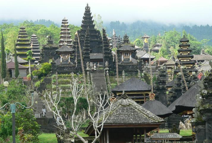 Sejarah Pura Besakih, Pura Terbesar di Bali