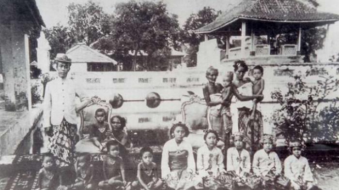 Sejarah Anak Jaba Dan Anak Menak