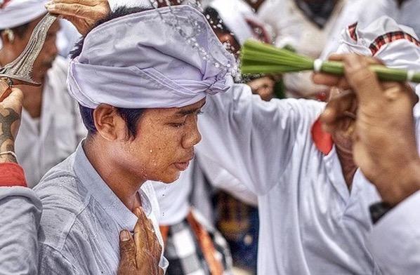 Filosofi Tirta, Air Suci Dalam Hindu Bali