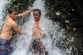 Makna Dan Tata Cara Melukat Di Bali
