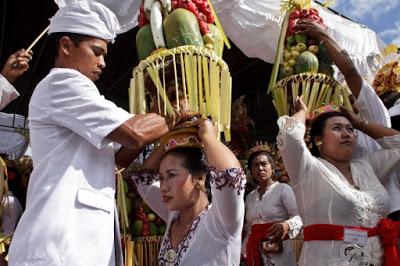 Tak Ada Wanita Yang Lebih Hebat Dari Wanita Bali, Simak Ini?