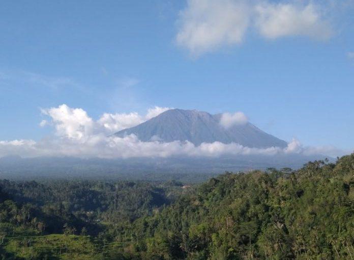 Linggam Dewata, Tak Ada Sains dan Supranatural Menembus Gunung Agung