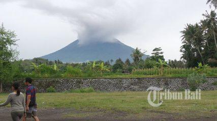 Gunung Agung Alami Letusan Freatik, Warga Diimbau Tak Panik, Ini yang Mesti Dilakukan