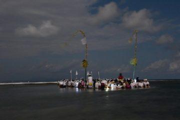 Pura Dalem Segara, Ada di Tengah Laut, Munculnya Saat Purnama Kapat