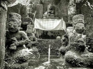 Memuja Tuhan Melalui Arca (Archanam Sarva Pujanam)